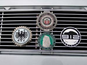 Jt Oregon Middle 2 Badges On A Porsche 912 Sølvkugle